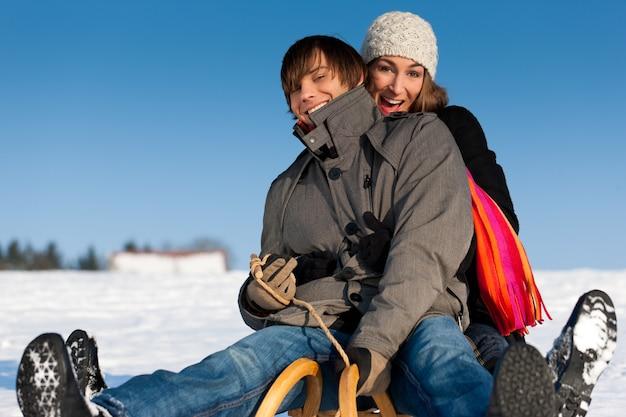 そりと冬のカップル
