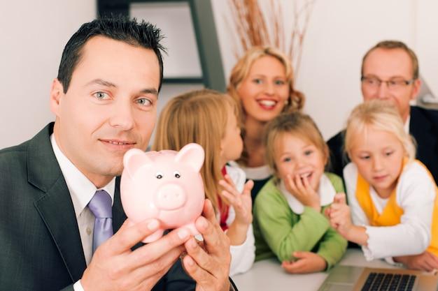 コンサルタントと家族-金融と保険