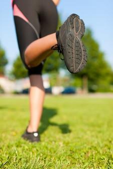 ランナーの足へのクローズアップ
