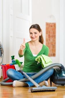 春の大掃除での女性