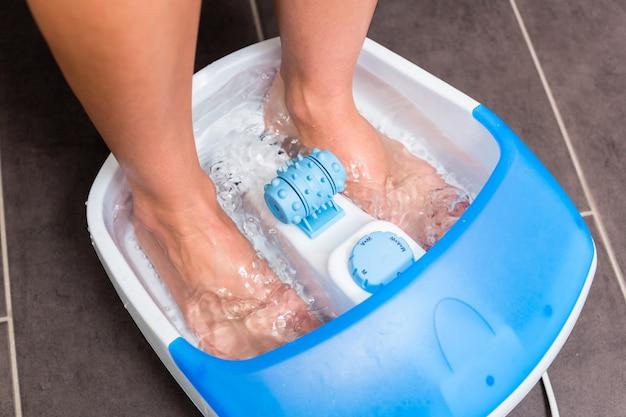足浴の女性の足