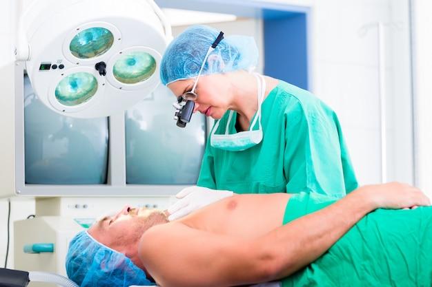整形外科医手術患者