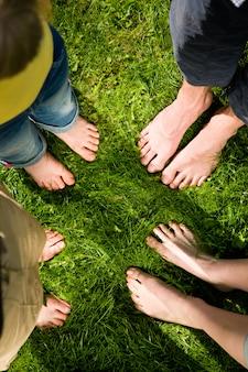 健康的な足 - 一緒に立って