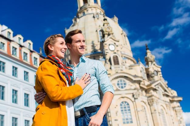 観光 - ドレスデンの聖母教会のカップル