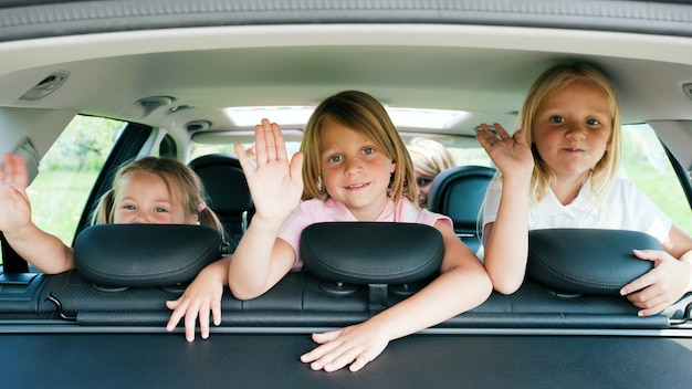 家族の車での旅行