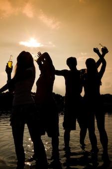 水の中のパーティー