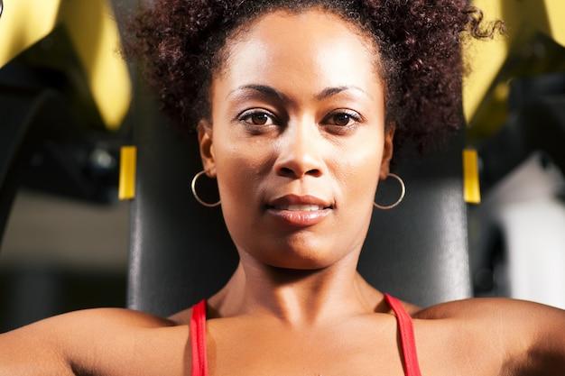 Фитнес-тренировки в тренажерном зале