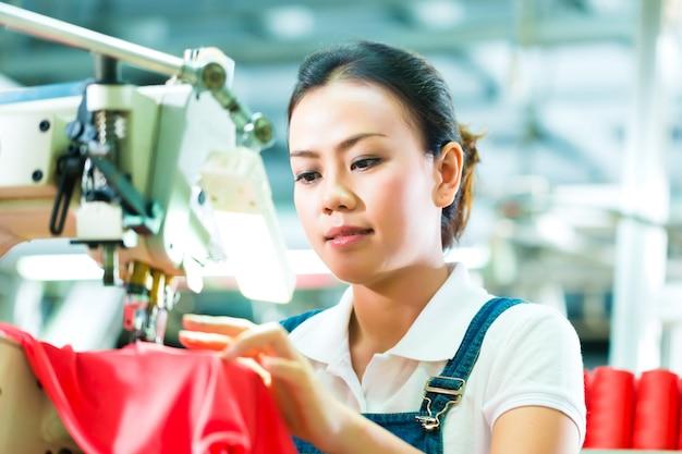 中国の織物工場の仕立て屋
