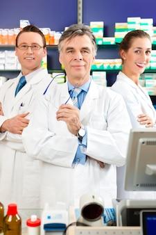 薬局の薬剤師チーム