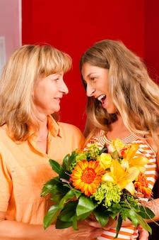 母の日または誕生日-花と女性