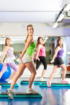 Фитнес - тренировки и тренировки в тренажерном зале