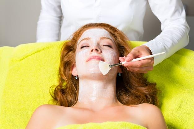 化粧品と美容、フェイシャルマスクの適用