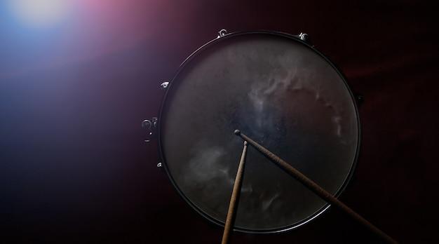 ドラムスティックとスネアドラム