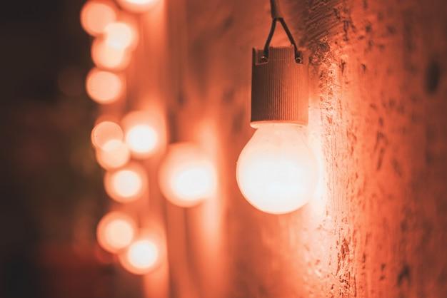 Старинные светильники у стены