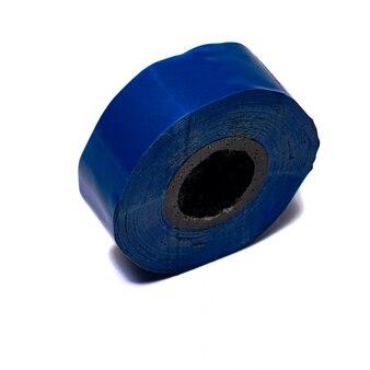 白い背景の上の絶縁テープ青
