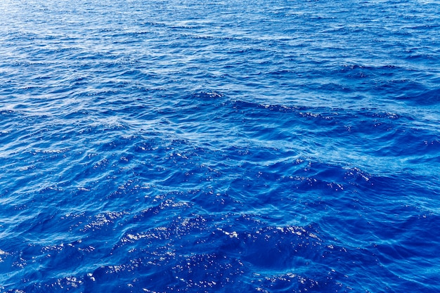波と青い海の表面
