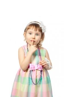 沈黙のジェスチャーを作る女の子