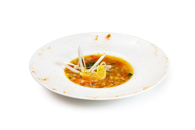 Острый суп из креветок с кокосовым молоком, лаймом и морепродуктами