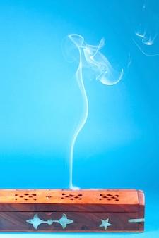 インドの香の煙