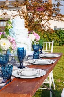 結婚式のための装飾エレガントな夕食のテーブル