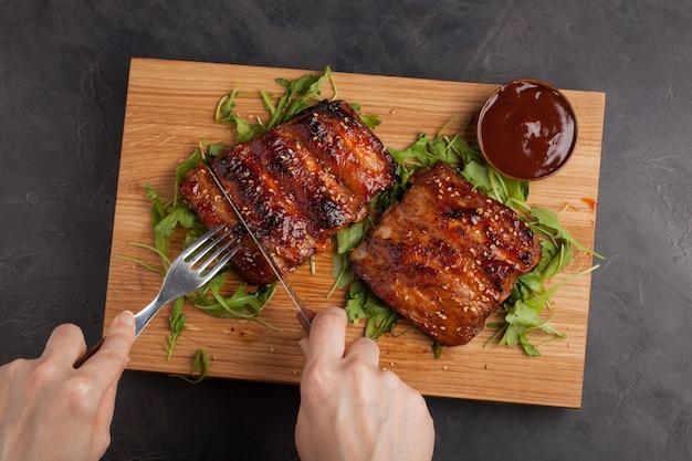 豚カルビのバーベキューソース焼き。