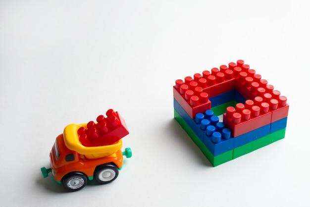キッズ開発、ビルディングブロック、ビル建設・大型トラック