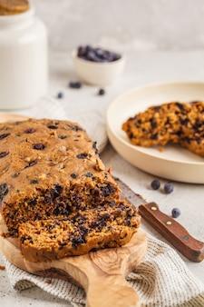 ビーガンブルーベリーパン(ケーキ)。きれいな食事のコンセプトです。