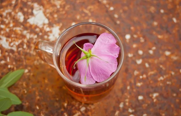 さびで犬ローズローズヒップの花とお茶