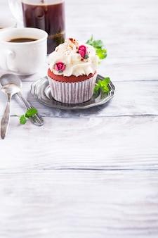 美しい赤いベルベットのカップケーキ