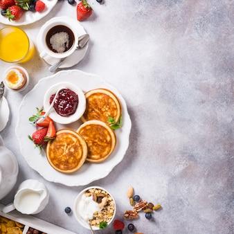 健康的な朝食の盛り合わせ