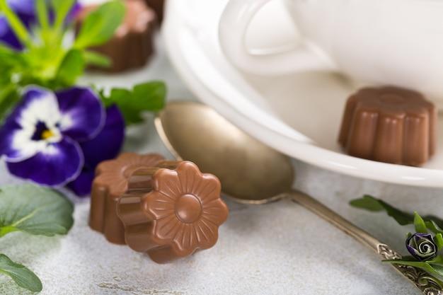 花の形のチョコレート菓子
