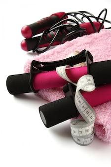 ブラック - ピンクのソフトダンベル、ハンドルストラップ、巻き尺、タオル、縄跳び