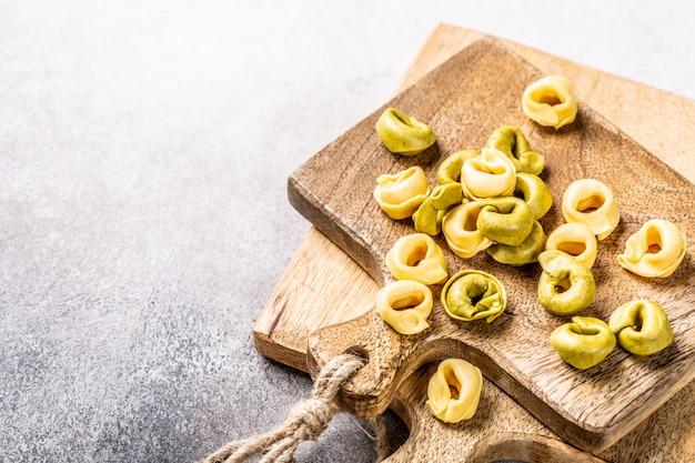 ほうれん草、チーズ、リコッタチーズの自家製トルテリーニ