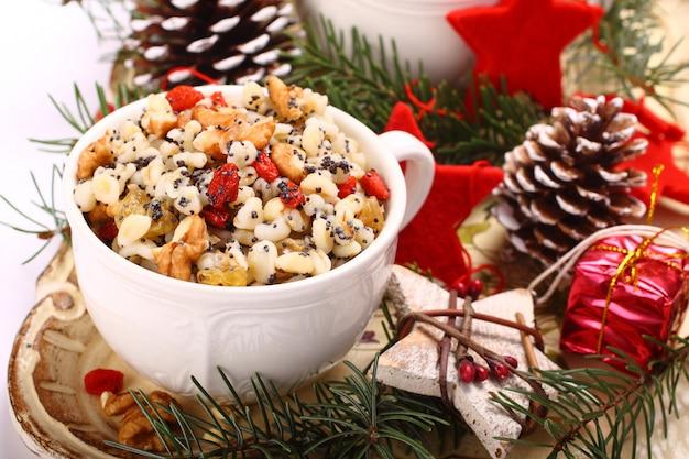 クティア。ウクライナ、ベラルーシ、ポーランドの伝統的なクリスマスの甘い食事