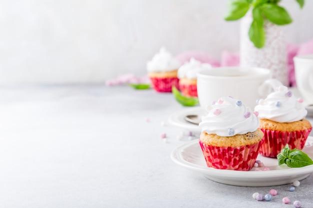 Ванильные кексы с белым кремом