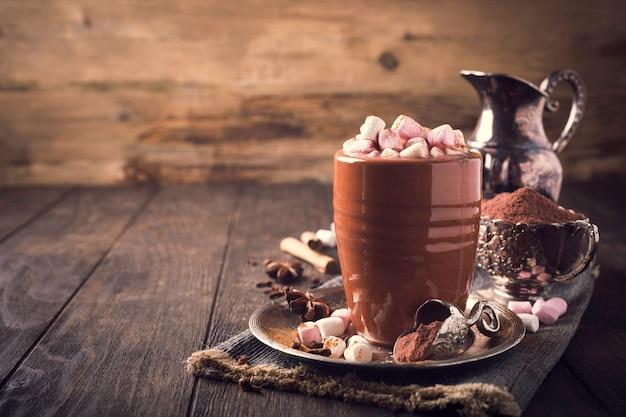 Чашка горячего шоколада с мини-зефиром
