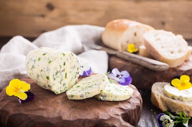 食用花とハーブバター