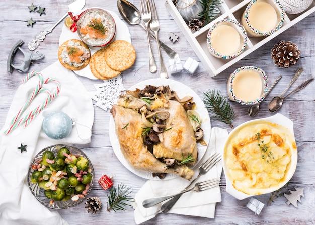 Рождественский тематический обеденный стол