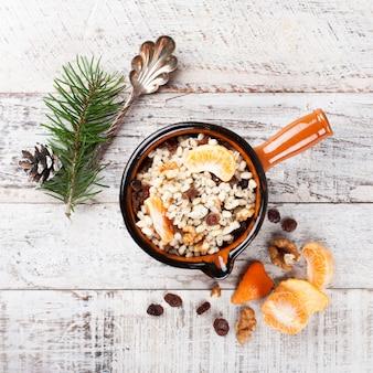 クティア。伝統的なクリスマスの甘い食事