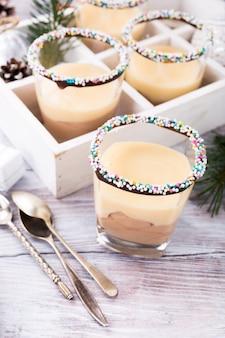 カスタードクリームとチョコレートデザート。
