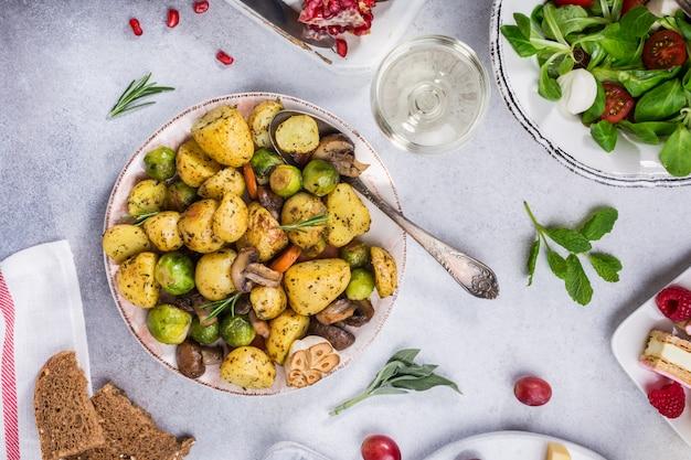 Жареный картофель с овощами