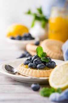 Лимонная творожная корзиночка со свежей черникой