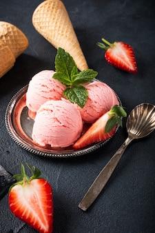 ストロベリーアイスクリーム添えフラット