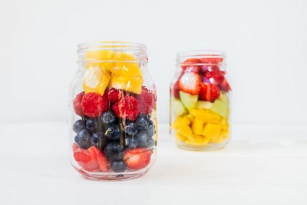 Фруктово-ягодные салаты в баночках