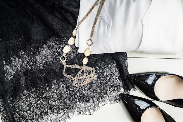 女性流行のファッションアクセサリー
