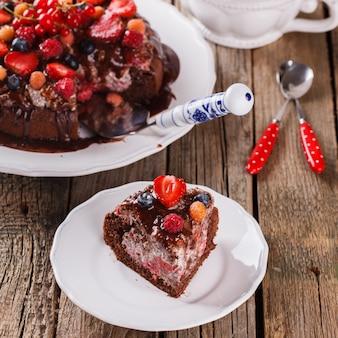 果実とチョコレートケーキ