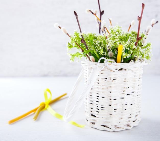 生花の春の花束。イースター、柳の饗宴