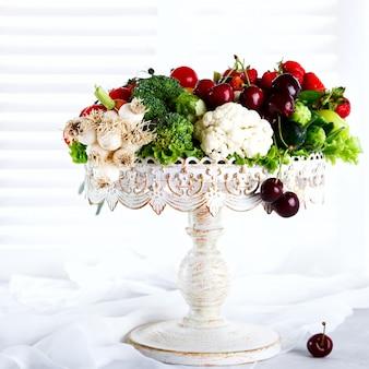 果物と野菜、果実のミックス