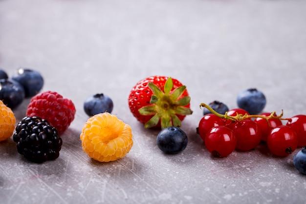 様々な新鮮な夏の果実