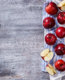 新鮮な赤いリンゴ